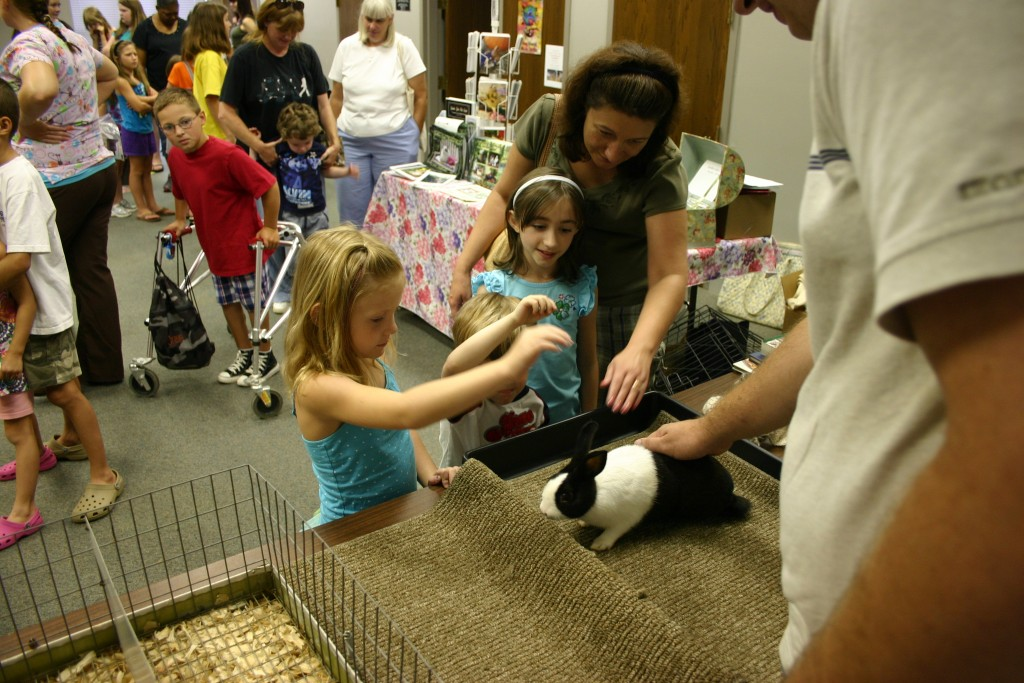 Visiting rabbits at Laurens Library7939